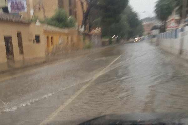 calle-las-rotas-lluvias