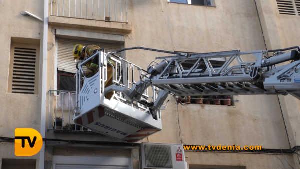 rescate-bomberos-mujer-cocina-denia-1