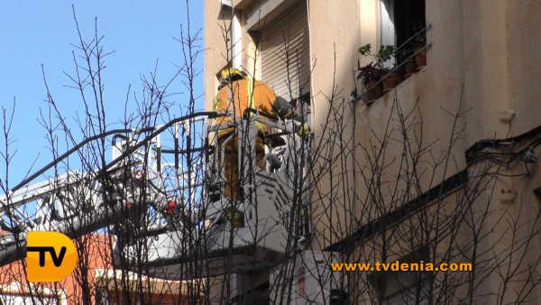 rescate-bomberos-mujer-cocina-denia-2