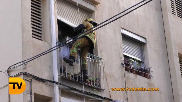 rescate-bomberos-mujer-cocina-denia-4