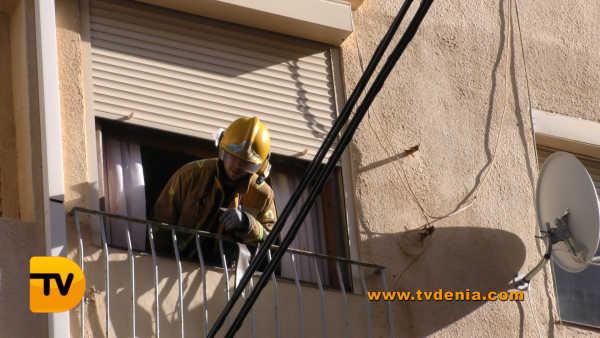 rescate-bomberos-mujer-cocina-denia-9