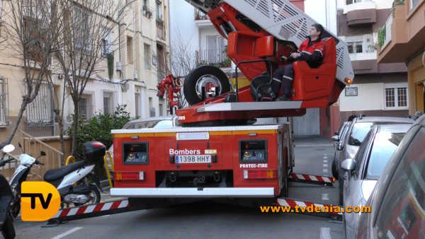 rescate-bomberos-mujer-cocina-denia