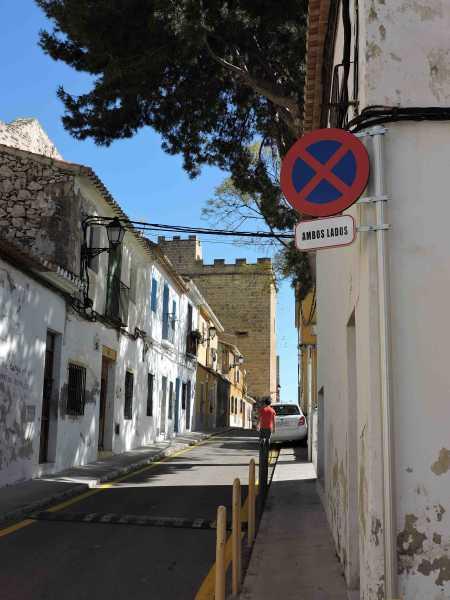 Calle_barrio_Roques aparcamiento (1)
