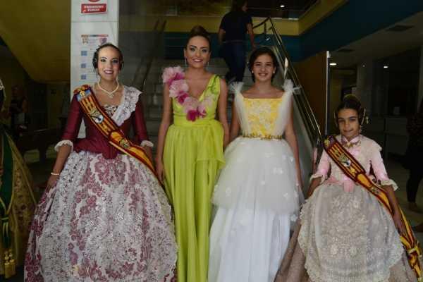 Melani i Carla amb les Reines Falleres de Burriana